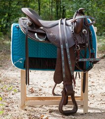 Western saddle accessories